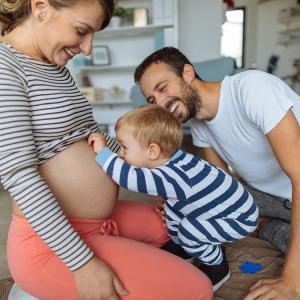 子どもの虫歯はいつから?誰から? 母から50%、父から30%、その他からも感染する