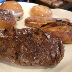 【 ぱんや 紺青 】カフェづかいも人気。魅力的なパンが豊富に揃っています。