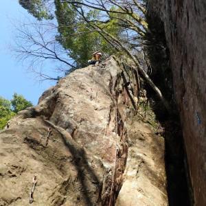 竜爪山の岩場、ワイルドフロンティア