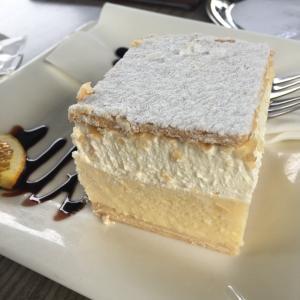 元祖ブレッドクリームケーキと可愛いお客さん