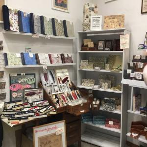 フィレンツェならではの文具と革製品のショッピング