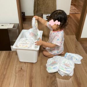 【2歳】オムツをくまなくチェックする