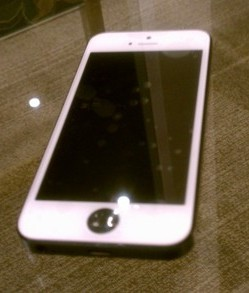 iPhone4s スリープボタン 陥没 修理☆iPhone修理の東京品川店