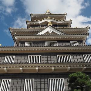 秋晴の岡山城を写しました!