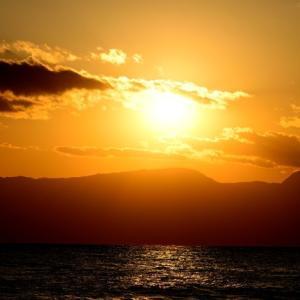 箱根山に沈む夕日。