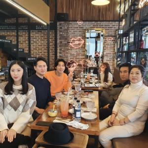 【画像】ジへちゃんIG ユノご家族と食事&ユノの帽子を被るウンチェちゃん