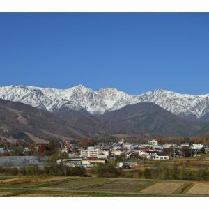 山には雪が降り始めました。