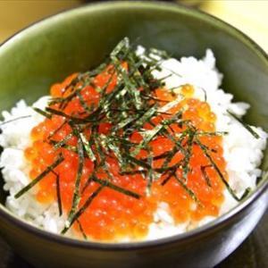 「網元の塩いくら 北海道日高産400g」届きました!味見をして…ンマ~イ!!☆早速いくら丼にして!