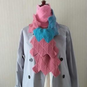ドミノ編みのマフラー、完成!