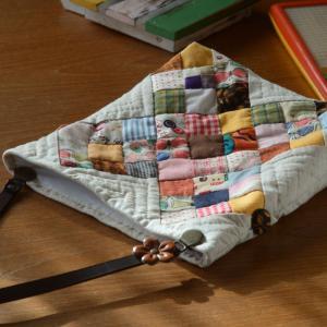 くるみボタンを飾り手本の通りに完成!「ぺったんこバッグ」