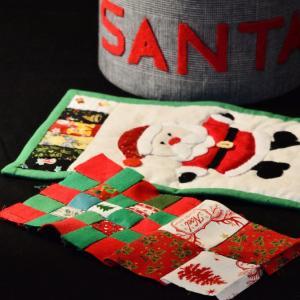 クリスマスカラーのハギレでミニ巾着 一つ目のトップです