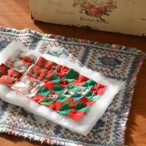 クリスマスカラーのハギレでミニ巾着 Ver1のキルティングを終えたところで。