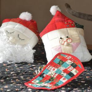 クリスマスカラーのファスナーポーチ作り パイピングが済みました。