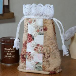完成! パッチワークの「花形モチーフレースの巾着」
