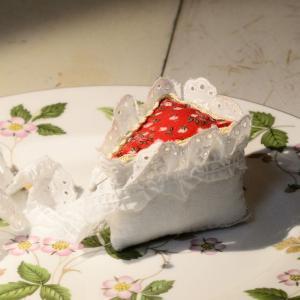 「カットケーキのピンクッション」のデコレーションw