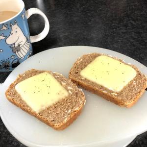 チーズとライ麦パン