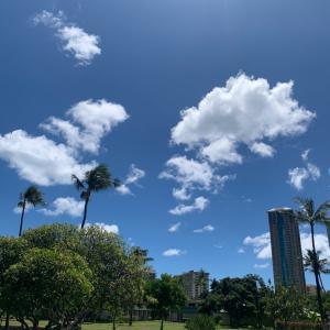 ハワイの空にスヌーピー(((o(*゚▽゚*)o)))♡筋トレ