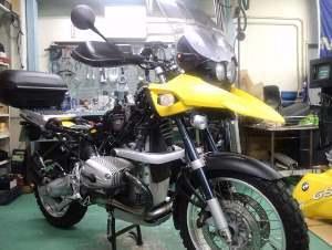 黄色がよく似合うR1150GSの車検メンテナンス。