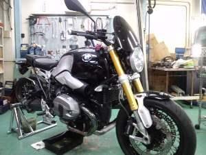 こちらのバイクもココにヒビ割れが・・・。