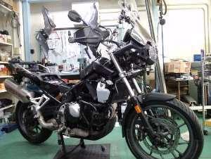 今のところシュロス神戸では唯一のバイクです。