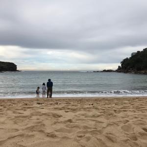 子どもが真冬の海に飛び込むのを止める?見守る?
