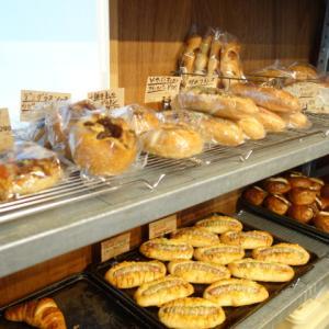 何度でも訪ねたくなる畳二枚分ほどの小さなパン屋さん【亀の町ベーカリー】