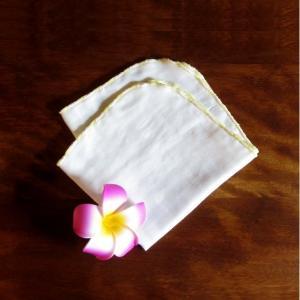 新作! 接触冷感ガーゼハンカチ 黄色と生成の糸で飾り縫い