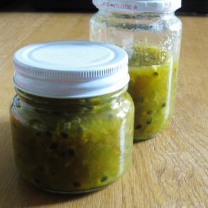 梅シロップの梅とパッションフルーツでジャム作り