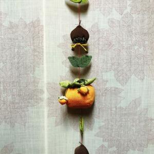 柿と栗 ちりめん細工の吊り飾り これも以前の作品です