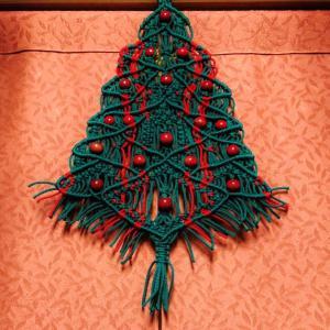 マクラメのクリスマスツリーと松ぼっくりのツリー