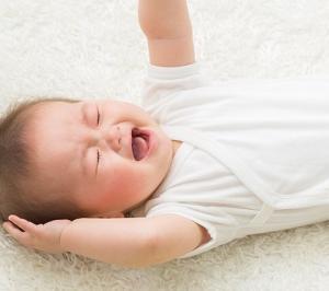 【動画】ねんね期の赤ちゃん、体力が余って寝てくれない時の全身運動になる手遊び歌♪