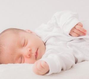 赤ちゃんが離乳食を食べない!寝つきが悪い!機嫌が悪いのは夏バテかもしれません