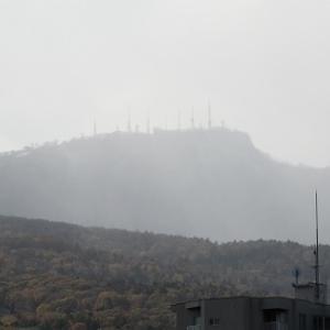 お山に、雪が降った