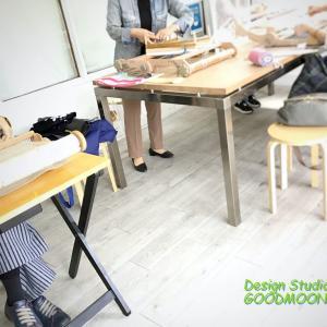 手織り教室では、距離をおいて