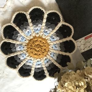 毛糸のお花で彩りを