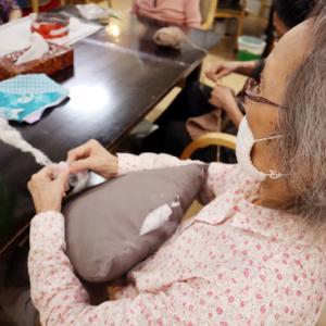 裁縫 ~ ハワイアン柄のクッション ~