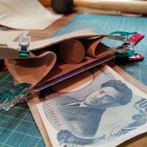 試作。革の二つ折り財布。