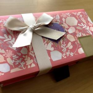 個包装されているクッキーの上品な食べ方♡
