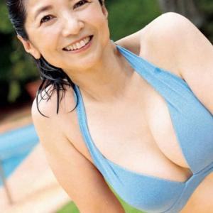 宮崎美子、40年ぶりのビキニ姿