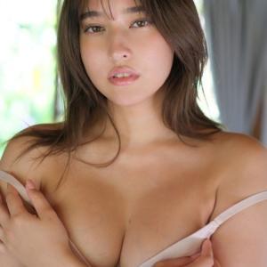 平田梨奈「着物をはだけての手ブラがすごくきれい」