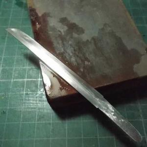 釘でミニチュアの短刀を作る その11