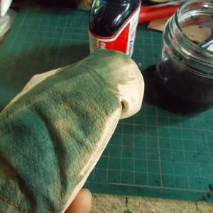 サイの親子の革人形を作る その174