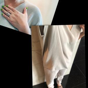 【着画】ベージュ単色コーデの差し色はネイルの黄緑で、とこの夏買ったサンダルはこれだ!