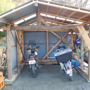 車庫にバイクを移動しました。
