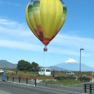 富士山と気球