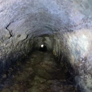 御宿の暗闇水路隧道を歩く