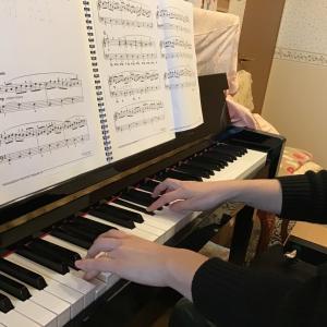 大人ピアノコースのレッスンも楽しくスタート