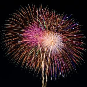 突然の花火、どこから?米軍横田基地でのアメリカ独立記念日の記念花火でした