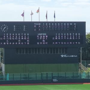 関西学生野球秋季リーグ 同志社対近大 頭部への死球で同志社の選手が救急車で搬送される