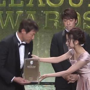 中川絵美里アナ ドレスの胸元がパックリと開く!